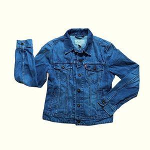 Levi's trucker jean jacket. 100% cotton . Blue
